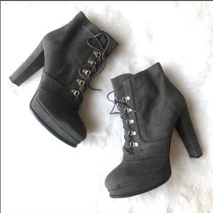 NEW Stuart Weitzman Lace Up Ankle Booties